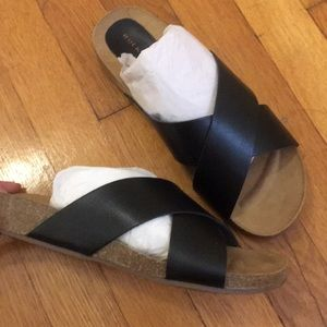 Criss cross black sandal